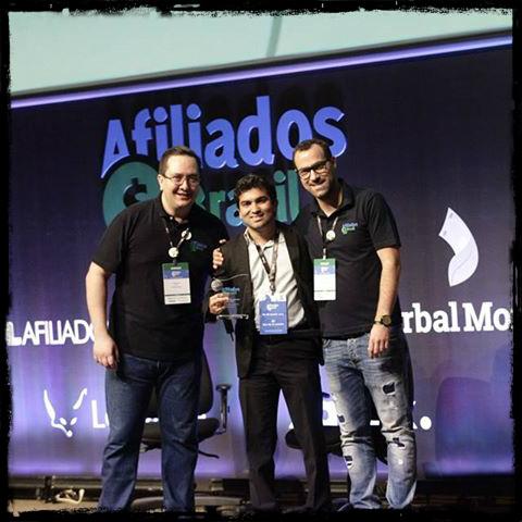 Prêmio que recebi de melhor blog de marketing de afiliados no maior evento brasileiro de marketing de afiliados do Brasil.
