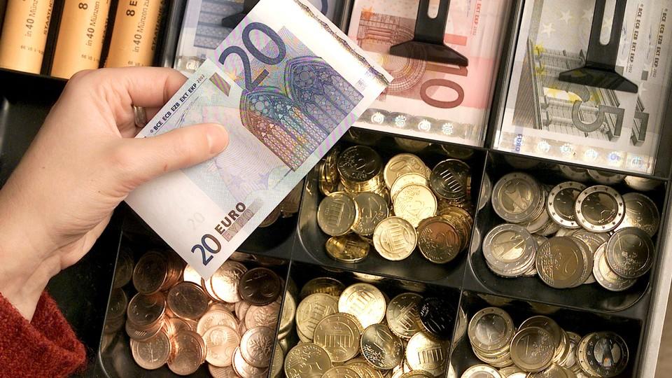 dinheiro_euro_notas_moedas_caixa- cliente